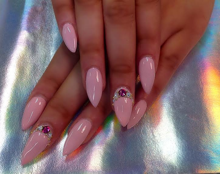 nails from a salon in columbus